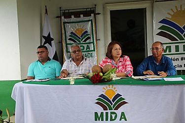 Secretaria general del MIDA atiende inquietudes de productores colonenses